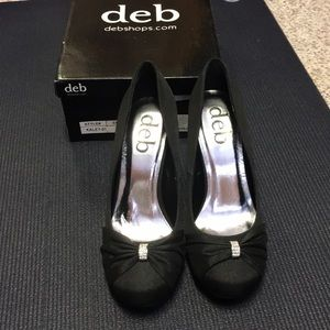 Deb NWOT size 8 heels